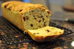 Домодельный хлеб циннамона с изюминкой Стоковые Фото
