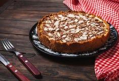 Домодельный чизкейк - здоровый органический чизкейк пирога десерта лета Чизкейк на деревянной таблице Стоковое Изображение RF