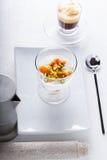 Домодельный югурт с высушенными абрикосами и кофе Стоковое фото RF