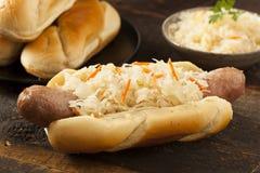 Домодельный Bratwurst с Sauerkraut Стоковое Изображение RF