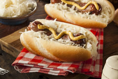 Домодельный Bratwurst с Sauerkraut Стоковая Фотография