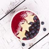 Домодельный smoothie с яблоком и голубикой Стоковое Изображение RF