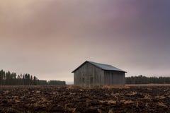 Дом амбара на утре осени Стоковые Фото