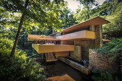 Дом воды резиденции Kaufmann aka падая стоковая фотография rf