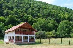 Дом в горных областях в Transilvania, Румынии Стоковые Изображения