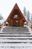 Дом в деревне в зиме Стоковая Фотография RF