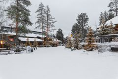 Дом в деревне в зиме Стоковые Изображения RF