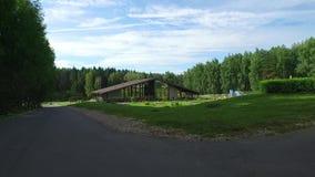 Дом в древесинах акции видеоматериалы