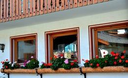 Дом в деревне и 3 окна Стоковая Фотография