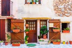 Дом в живописном городке Свят-Пол-de-Vence, Провансали, Франции стоковые изображения
