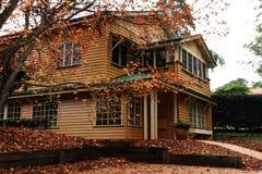 Дом в осени стоковое изображение rf