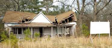 Дом в потребности ремонтов Стоковое Фото