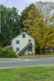 Дом в сезоне падения на сельской местности Стоковое фото RF