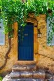 Дом в старом городке St Tropez стоковая фотография rf