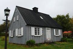 Дом Голландск-стиля в Исландии Стоковое фото RF