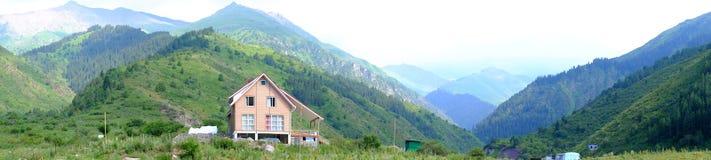 Дом горы панорамы Стоковое Фото