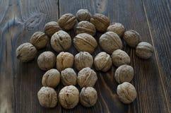 Дом грецкого ореха на деревянном столе Селективный фокус Стоковое Изображение RF