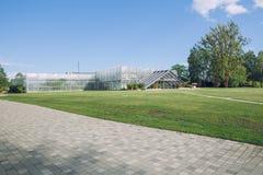 Дом, деревья, вода и цветки ботанического сада Природа и tra Стоковая Фотография RF