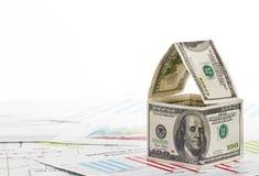 Дом долларов. на предпосылке диаграммы Стоковое Фото