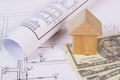 Дом деревянных блоков и доллара на чертеже конструкции, концепции валют дома здания Стоковая Фотография RF
