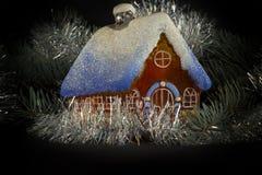Дом, ель и украшение Стоковое Фото