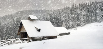 Дом зимы стоковое изображение rf