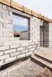 Дом здания от газированных блоков бетонного здания Стоковые Изображения RF
