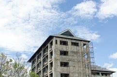 Дом здания под голубым небом Стоковое Фото