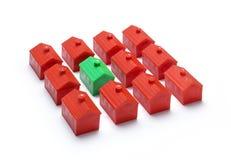 Дом игрушки самонаводит зеленый цвет стоковое изображение