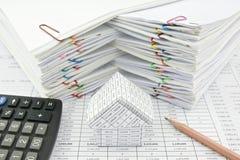 Дом и калькулятор с карандашем Стоковое фото RF