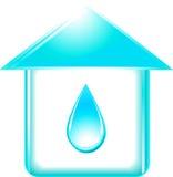 Дом и лоснистое падение воды Стоковые Изображения RF