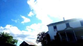 Дом и небо стоковое изображение rf