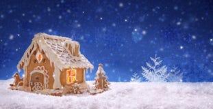 Дом и снежности пряника Стоковое фото RF