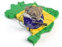 Дом и loupe на карте Бразилии в цветах австралийского fla Стоковое Фото