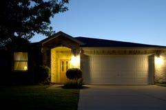 Дом кирпича на ноче Стоковое фото RF