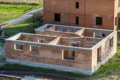 дом конструкции новая Кирпичные стены Стоковые Фотографии RF