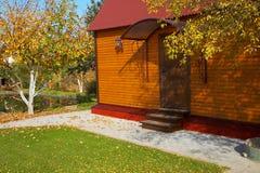 дом коттеджа деревянная Стоковая Фотография