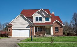 Дом красного кирпича с 4 щипцами Стоковое Изображение