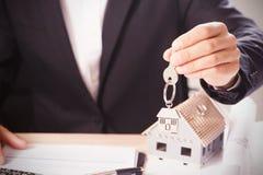 Дом ключа дома и модельных Стоковое Изображение