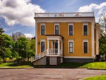 Дом милого мустарда желтый стоковое изображение rf