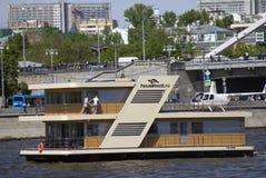 Дом на воде Отверстие навигации season-2018 в парке Gorky, Москве Стоковое Изображение