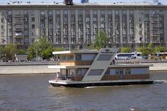 Дом на воде Отверстие навигации season-2018 в парке Gorky, Москве Стоковое Фото