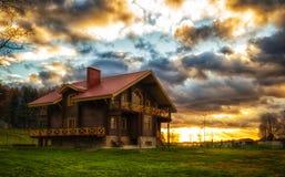 Дом на заходе солнца Стоковые Изображения RF
