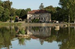 Дом на канале de Бургундии, Франции Стоковое Изображение RF