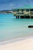 Дом на море бирюзы в Барбадос Стоковые Фото
