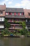 Дом на реке стоковое фото