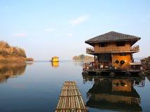 Дом на реке Стоковая Фотография RF