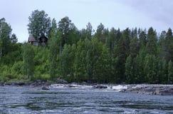 Дом на речном береге Стоковое Изображение RF