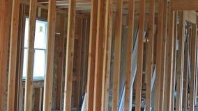 Дом нового строительства обрамляя с рамкой акции видеоматериалы