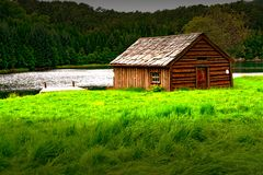 Дом озером Стоковые Фотографии RF
